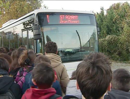 Rochefort : debout dans le bus pour aller à l'école